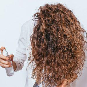 crème-pour-cheveux-bouclés