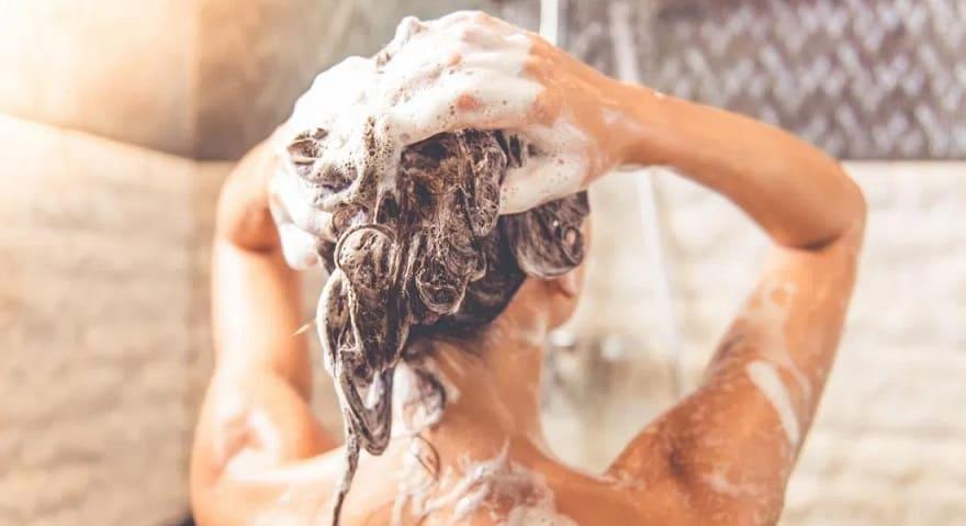 Les-bienfaits-du-vinaigre-de-cidre-pour-les-cheveux