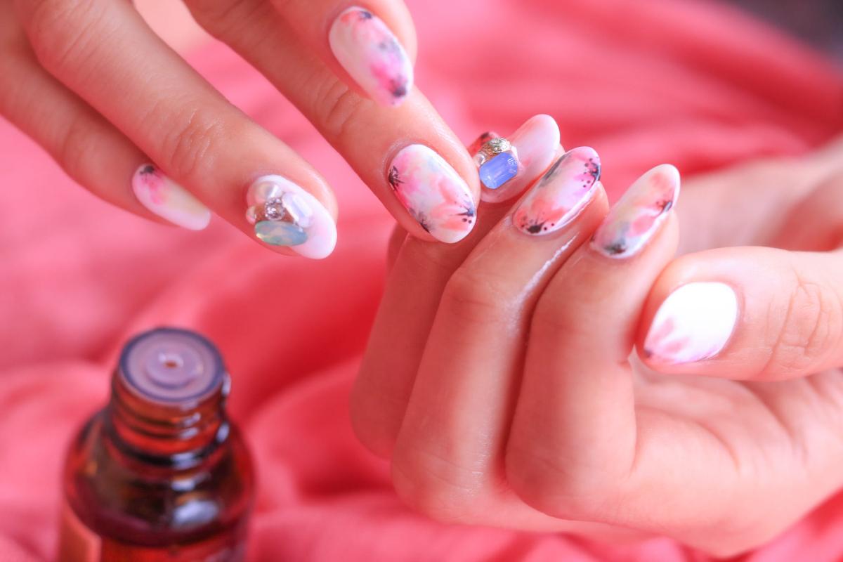 Comment-faire-de-la-colle-a-faux-ongles